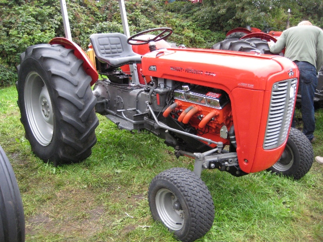 Massey 35 Perkins Diesel 1961 : Giant tractor show many pics talk